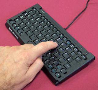 Imagen del teclado KeySonic con canalizador dactilar