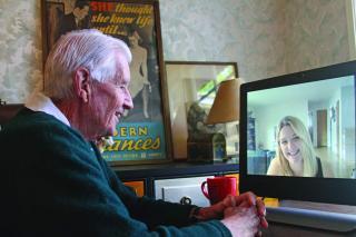 Imagen de una persona utilizando VideoCare