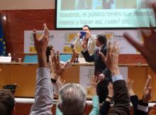 Imagen de la actuación de Domingo Pisón en la «La magia del Ceapat»